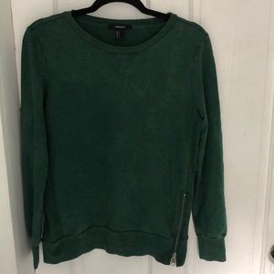 Green sweatshirt with brass side zipper